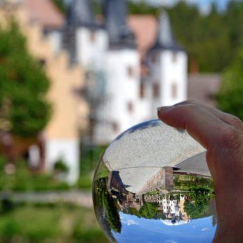 Durch die Kugel betrachtet (Schloss Wolfersdorf); Hans-Jürgen Kopf